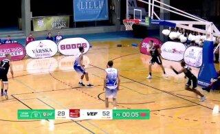 DELFI VIDEO | VEF-i mängija söötis audi sisseviske ajal palli audis olevale tiimikaaslasele. Kohtunike pealik selgitab, miks see on lubatud