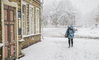 Lõuna-Eestit tabab tihe lumesadu, liiklusolud muutuvad keeruliseks