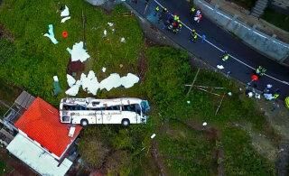На Мадейре туристический автобус съехал с дороги и упал на крышу жилого дома, погибли 29 человек