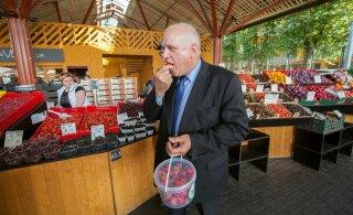 FOTOD | Maaeluminister ja ametnikud rabasid Balti jaama turul müüjaid äkilise reidiga