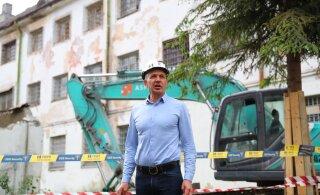 FOTOD | Sõõrumaa kääris käised üles ja alustas Patarei vanglahoovi lammutamisega
