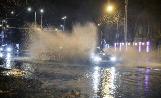 VIDEO | Kataloonia rallit võõrustavat Salou linna raputas pöörane vihmasadu