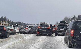 ФОТО | На шоссе Таллинн-Тарту произошла цепная авария с участием 7 машин, движение перекрыто