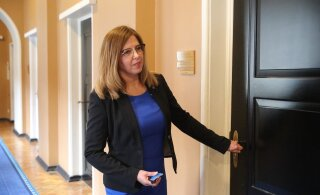 Керт Кинго получила выговор от комиссии по иностранным делам за отсутствие без причины