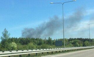 ФОТО | В 20 километрах от Таллинна горит свалка