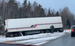 ФОТО | Еще одна цепная авария: на шоссе Таллинн-Пярну-Икла столкнулись три грузовика и три легковушки