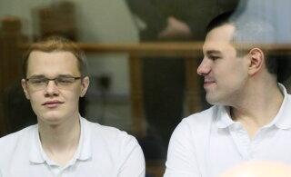 В России двое фигурантов громкого дела об экстремизме вскрыли вены в суде