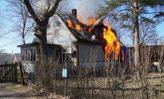 ФОТО И ВИДЕО: В волости Тапа в пожаре в жилом доме погиб человек