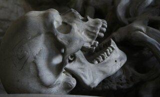 ФОТО | В Аризоне мужчина ездил со скелетом, чтобы пользоваться выделенной полосой