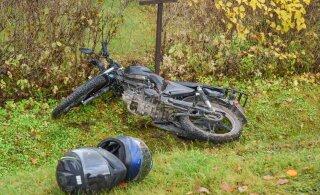 ФОТО | Парень и девушка на мопеде столкнулись с автомобилем, их доставили в больницу