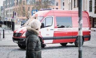 В жилом доме в центре Риги обрушился потолок