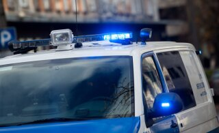 В Таллинне автомобиль протаранил ограждение строительного объекта и скрылся. Полиция ищет свидетелей