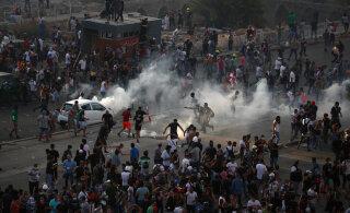 ВИДЕО | Протестующие в Бейруте штурмуют правительственные здания