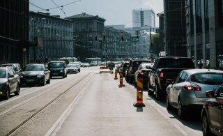 Uuring: Iga kolmas autojuht loeb roolis olles sõnumeid