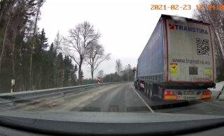 ВИДЕО | Под Отепя из-за гололеда грузовики встали на дороге и не могут дальше ехать