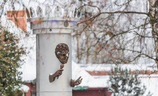 Пенсионеры возмущены: власти Вильянди потратили 50 000 на скандальный памятник Яаку Йоале, а теперь подняли аренду квартир на треть