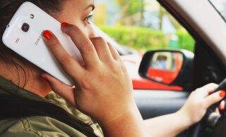 Tunnistame üles – meie aju naudib roolis olles mobiiltelefoni