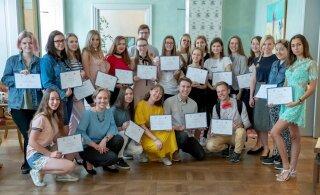Выпускники Летней школы журналистики Delfi: фейковые новости определяем на раз-два!