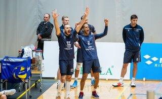 FOTOD | Saaremaa astus sammu finaali poole, noor sidemängija tegi harvanähtava tembu