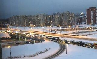 ФОТО И ВИДЕО ЧИТАТЕЛЯ | ДТП вызвало в Ласнамяэ большую пробку: водители трех автомобилей не смогли договориться