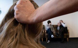 Пять способов борьбы властей с насилием в отношении женщин и детей во время COVID-19