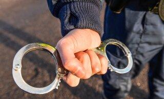 Трем парням из Пярну грозит до 15 лет тюрьмы за ограбление уличного кафе
