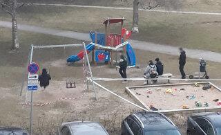 Молодежь в Ыйсмяэ наплевала на правило 2+2 — впятером развлекались на детской площадке, сидя на качелях