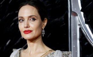 Анджелина Джоли воспользовалась пандемией и изолировала детей от Брэда Питта