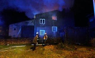 ФОТО | В Вильянди произошел пожар в рядном жилом доме. Погибло два человека
