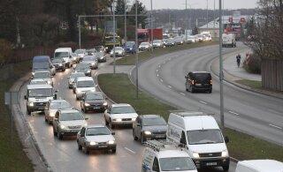 ФОТО | Цепная авария парализовала движение в Мустамяэ. Столкнулись три автомобиля