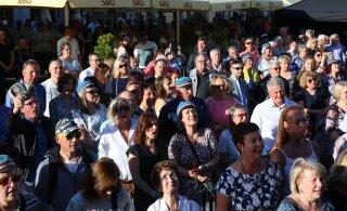 FOTOD | Meenutus vilistlaskokkutulekust Tartus: tuhanded Tartu ülikooli endised tudengid kogunesid Raeplatsile rokkima