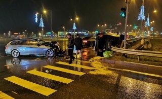 ФОТО и ВИДЕО │ На мосту Мустакиви столкнулись BMW и Mercedes: медики осмотрели четырех человек