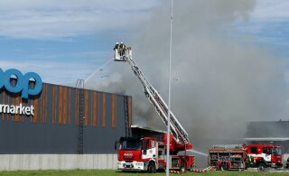 ФОТО и ВИДЕО: В Ласнамяэ загорелся торговый центр