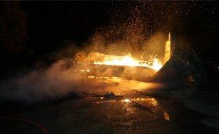 ФОТО: Поджог? Сгорела певческая сцена