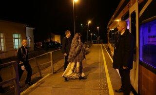 FOTOD | Aidaa, Viljandi! President lahkus rongiga, ent oli neidki, kel kõht ballil tühjaks jäi ja hotdog haarata tuli