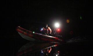 На реке Эмайыги мужчина упал с лодки в воду и пропал. Его до сих пор не нашли