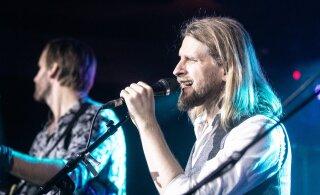 FOTOD | Eesti Laulu poolfinalist Revals esitles legendaarse Kinomaja taasavamisel uut albumit