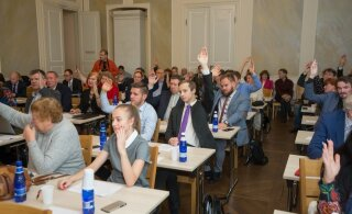 Член Тартуского горсобрания от реформистов: все члены EKRE могли бы себя сжечь