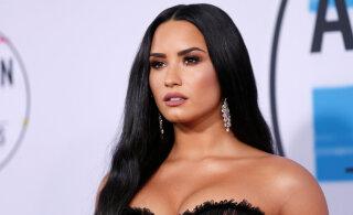 KLÕPS | Demi Lovato jagas endast ja oma kallimast romantilist fotot
