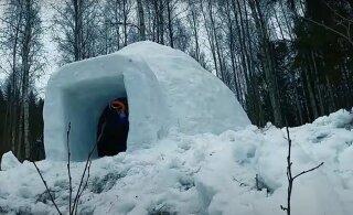 ВИДЕО | Эстонские парни построили в лесу иглу-сауну полностью из снега