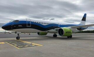 FOTO | airBaltic värvis ühe lennuki Eesti lipuvärvidesse