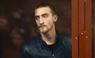 Осужденный на 3,5 года актер Устинов сидит в одной камере с полицейскими