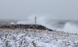 На Балтике штормит: в северной части Рижского залива волны до трех метров