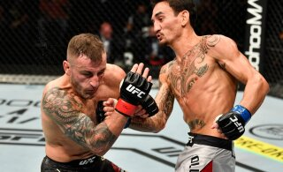 Uskumatud kaadrid: UFC-täht põikles vastase löökide eest kõrvale ning suhtles samal ajal kommentaatoriga
