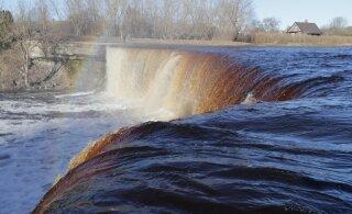 FOTOD   Kaunis kevadilm tõi Jägala joa juurde hulgaliselt looduse ilu nautijaid