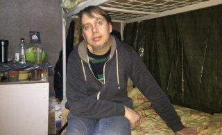 У диджея из Эстонии, который проживает в питерской палатке для бездомных, практически нет шансов вернуться на родину