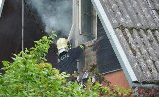 ФОТО | Подозревается молния: без видимых причин в Тюри загорелся дом