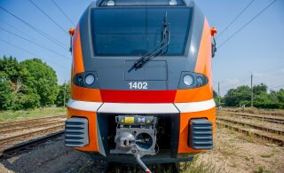 Raudteele kõndinud 86-aastane naine sai Tartust Tallinnasse suundunud reisirongilt löögi