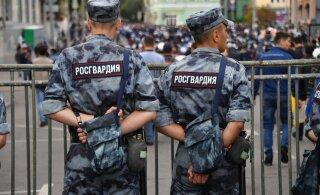 В Екатеринбурге Росгвардия штурмовала квартиру и застрелила человека. Подозревают, что тот украл в магазине 4 рулона обоев