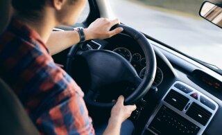 Kuidas valida autokooli, et mitte kulutada aastat korduseksamite tegemisele?